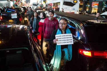 People take part in a protest against the grand jury decision on the death of Eric Garner in midtown Manhattan in New York December 3, 2014. A New York City grand jury decision not to charge white police officer Daniel Pantaleo who killed unarmed black man Garner with a chokehold sparked outrage and protests on Wednesday, and the U.S. Justice Department said it would investigate the incident. REUTERS/Eric Thayer (UNITED STATES - Tags: POLITICS CIVIL UNREST CRIME LAW)