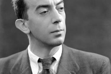 photo non datée de l'écrivain et dramaturge français Marcel Aymé. Né à Joigny en 1902, il écrit son premier roman Brûlebois en 1925 et, à partir de 1933, il écrira également pour le théâtre et le cinéma. L'après-guerre le voit se consacrer presque exclusivement au théâtre. Sa dernière pièce, La Convention Belzébir, est crée quelques mois avant sa mort, en 1967.  AFP PHOTO