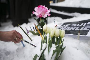 Montrealers place pencils in front of the French Consulate, in tribute to the victims of the shootings by gunmen at the offices of the satirical weekly newspaper Charlie Hebdo in Paris, in downtown Montreal, January 11, 2015. French citizens will be joined by dozens of foreign leaders, among them Arab and Muslim representatives, in a march on Sunday in an unprecedented tribute to this week's victims, including journalists and policemen, following the shootings by gunmen at the offices of the satirical weekly newspaper Charlie Hebdo, the killing of a police woman in Montrouge, and the hostage taking at a kosher supermarket at the Porte de Vincennes. REUTERS/Christinne Muschi (CANADA - Tags: CIVIL UNREST CRIME LAW)