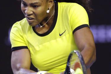 La numéro une mondiale Serena Williams s'est facilement imposée face à la Russe Daria Kasatkina (69e), 6-1, 6-1. L'Américaine devient la joueuse qui a gagné le plus de rencontres à Melbourne avec 71 victoires.