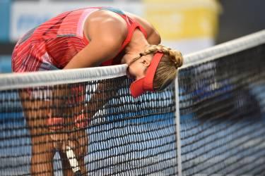 Kristina Mladenovic s'est inclinée au terme d'un match de près de trois heures face à l'Australienne Daria Gavrilova.  Après un troisième set extrêmement disputé, la Française a finalement cédé (6-4, 4-6, 11-9). Il n'y aura donc pas de représentante tricolore lors de la deuxième semaine de compétition.